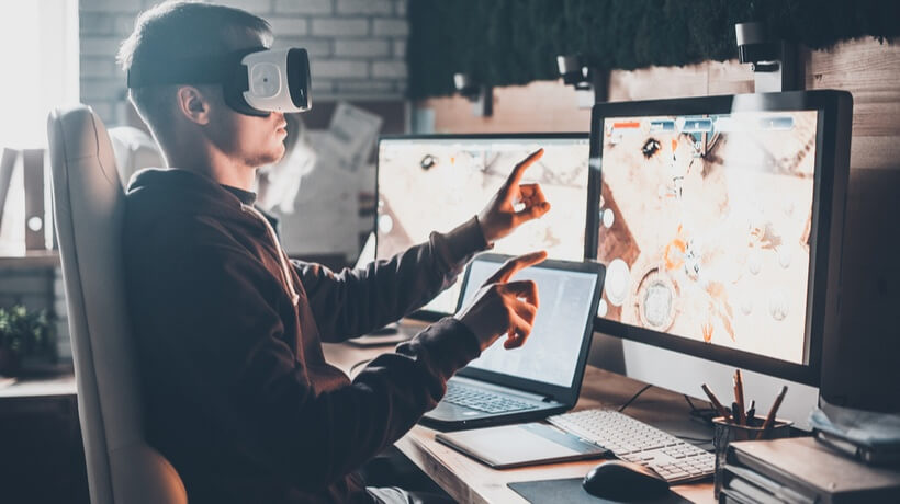 Man using e-learning with VR