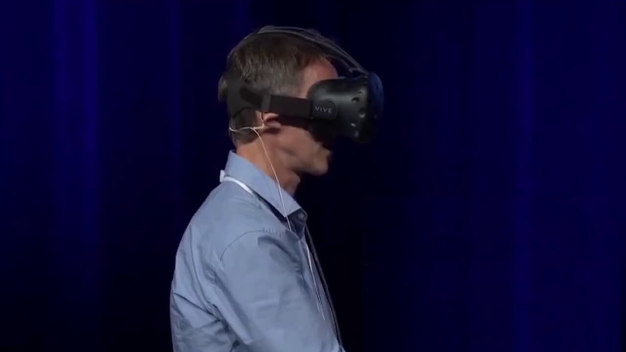 Lutz using Molecular VR